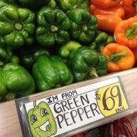 รูปภาพถ่ายที่ Trader Joe's โดย Jeff S. เมื่อ 7/29/2012