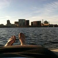 รูปภาพถ่ายที่ Charles River โดย Martyna R. เมื่อ 3/23/2012