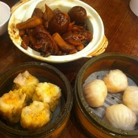Photo taken at Hong Kong Saigon Seafood Harbor Restaurant by Cindy Xide L. on 5/19/2012