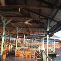 รูปภาพถ่ายที่ Kelong Restaurant Aneka Rasa โดย Kim T. เมื่อ 4/20/2012