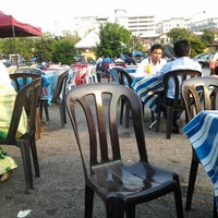 Photo taken at Medan Selera Seksyen 7 by Nizam M. on 6/28/2012