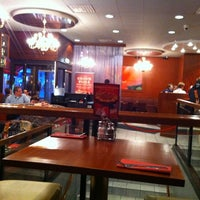Photo taken at Pizza Hut by Marcos on 4/6/2012
