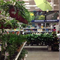 Photo taken at Lowe's Home Improvement by Gustavo R. on 8/26/2012