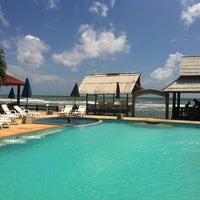 Photo taken at Lanta New Beach Bungalows by Sergio Z. on 7/31/2012
