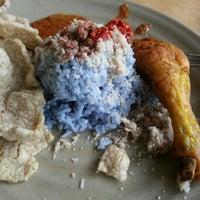 Photo taken at Restoran Baloh by Azenira A. on 7/20/2012