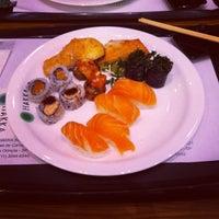 Foto tirada no(a) Hakka Sushi por Rodolfo S. em 8/8/2012