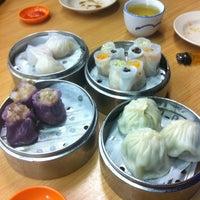Photo taken at De Tai Tong Cafe (大東酒樓) by Craig M. on 8/3/2012