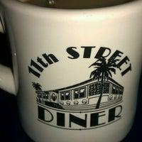 3/11/2012に@AngelaWoodyが11th Street Dinerで撮った写真