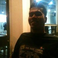 Photo taken at Kopi Kaw Bukit Jelutong by Amir H. on 4/17/2012