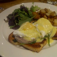 Photo taken at Le Kensington Bistro & Rotisserie by Jaco U. on 8/5/2012