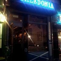 Das Foto wurde bei Caledonia Bar von Bill C. am 8/9/2012 aufgenommen