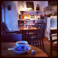 Photo taken at Hyaqtoh Coffee by Atsushi H. on 8/31/2012