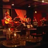 รูปภาพถ่ายที่ Dazzle โดย Nia O. เมื่อ 6/29/2012