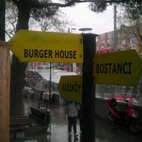 4/14/2012 tarihinde Emir K.ziyaretçi tarafından Burger House'de çekilen fotoğraf