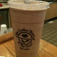 Photo taken at The Coffee Bean & Tea Leaf by Lindsay-Lu W. on 5/11/2012