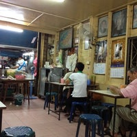 Photo taken at Gorn's Chicken Noodle by Natthapong W. on 8/17/2012