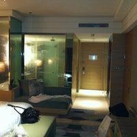 Photo taken at 新竹喜來登大飯店 Sheraton Hsinchu Hotel by Chia L. on 5/16/2012