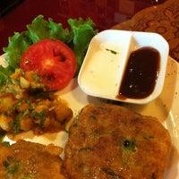 Photo taken at Guru Kebab y Curry by Jose P. on 6/24/2012
