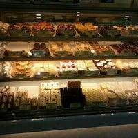 2/4/2012 tarihinde Jessica C.ziyaretçi tarafından Fay Da Bakery'de çekilen fotoğraf