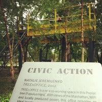Das Foto wurde bei Socrates Sculpture Park von Jenny W. am 6/2/2012 aufgenommen
