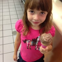 Photo taken at Baskin-Robbins by Maiada R. on 9/8/2012