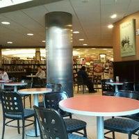 Foto scattata a Barnes & Noble da José Raúl L. il 5/27/2012