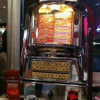 Photo taken at Silver Diner by Levy K. on 6/24/2012
