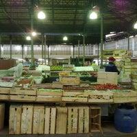 Foto tirada no(a) Mercado Municipal Kinjo Yamato por Fernando M. em 6/26/2012