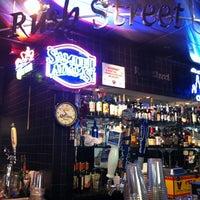 Foto diambil di Rush Street Bar oleh Tom M. pada 8/25/2012