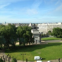 Photo taken at InterContinental London Park Lane by Oliver H. on 7/22/2012