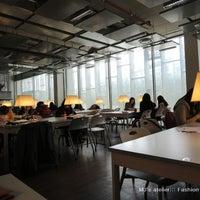 Photo taken at 이화여자대학교 ECC 열람실 (Ewha Womans University ECC Center Library) by Jaho L. on 8/1/2012