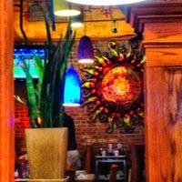 Foto tomada en La Parrilla Mexican Restaurant por James B. el 7/26/2012