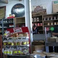 6/26/2012 tarihinde Ivan S.ziyaretçi tarafından J.P. Graziano Grocery'de çekilen fotoğraf