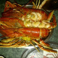 Photo taken at Poppy's Crazy Lobster Bar & Grill by Renato on 7/7/2012