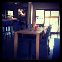 Photo prise au Noa Resto-Lounge-Bar par Stephanie le8/26/2012
