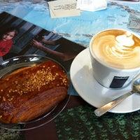 Снимок сделан в Caffe Lavazza пользователем Amy S. 7/24/2012