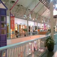 รูปภาพถ่ายที่ York Galleria Mall โดย Natalie J. เมื่อ 2/23/2012
