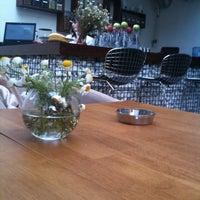 6/1/2012 tarihinde Emre K.ziyaretçi tarafından Cafe 12'de çekilen fotoğraf