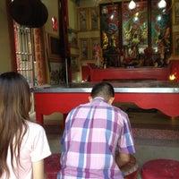 Photo taken at ศาลเจ้าพ่อเสือ แฮปปี้แลนด์ by Kwang P. on 6/3/2012