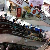 รูปภาพถ่ายที่ Tampines Mall โดย Daniel B. เมื่อ 6/3/2012