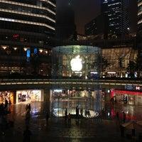 Photo taken at Apple Store by Manu C. on 5/8/2012