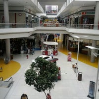 Foto tirada no(a) Centro Las Americas por Erik H. em 5/31/2012