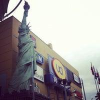 Foto tirada no(a) New York City Center por Renan F. em 4/28/2012