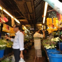 Photo taken at ตลาดแลง บ้านติ้ว by Yingwillada💋 on 6/11/2012