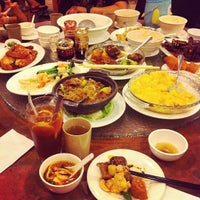 Photo taken at Congee Noodle House 粥麵館 by Mayna L. on 8/27/2012