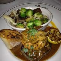 Foto scattata a Truluck's Seafood Steak & Crab da Crimson S. il 2/14/2012