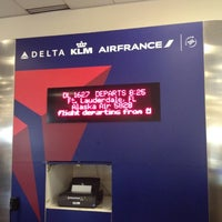 Photo taken at Gate A6 by Irvin on 5/30/2012