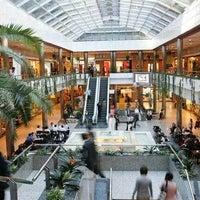 Das Foto wurde bei Moda Shopping von Yusri Echman am 8/18/2012 aufgenommen