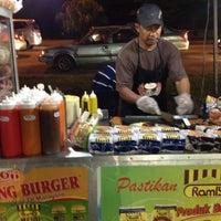 Photo taken at USJ 4 Burger by Nathalia C. on 4/4/2012