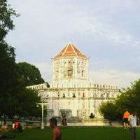 Das Foto wurde bei Phra Sumen Fort von Parinya S. am 5/26/2012 aufgenommen